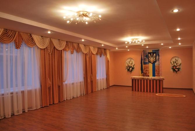 Українські народні костюми сценічні